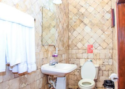 west-end-divers-resort-roatan-bathroom