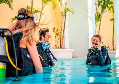 west-end-divers-resort-roatan-diving-class-gallery