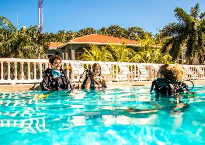 west-end-divers-resort-roatan-diving-lesson