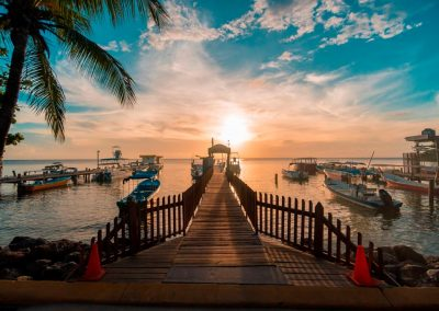 west-end-divers-resort-roatan-splas-inn-dock-sunset